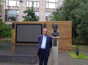 سلیمانی، رایزن فرهنگی ایران در روسیه در کتابخانه ادبیات خارجی مسکو